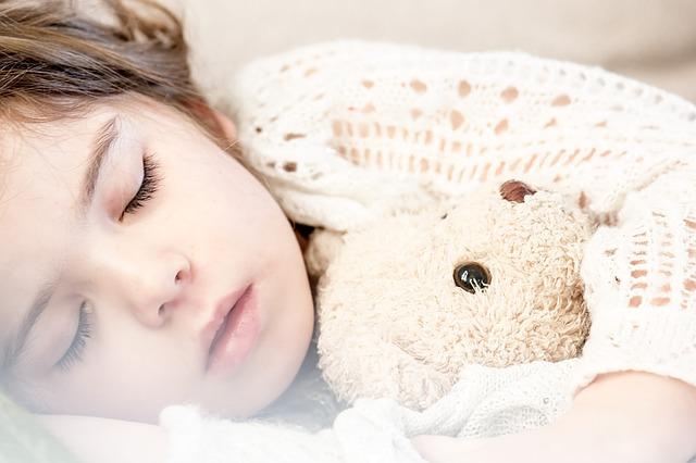 עד איזה גיל ילדים מרטיבים בלילה
